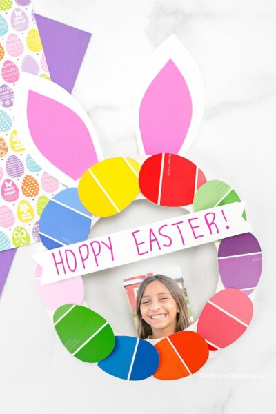paper plate Easter bunny wreath made with paint strips