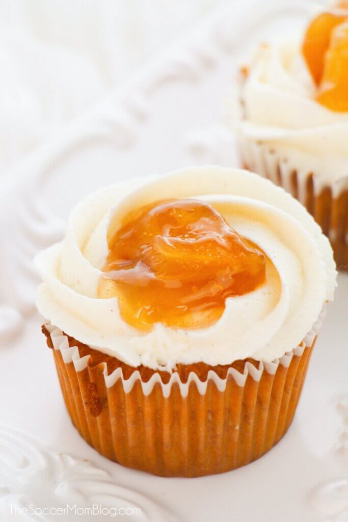 apple pie cupcake with cinnamon frosting and apple topping