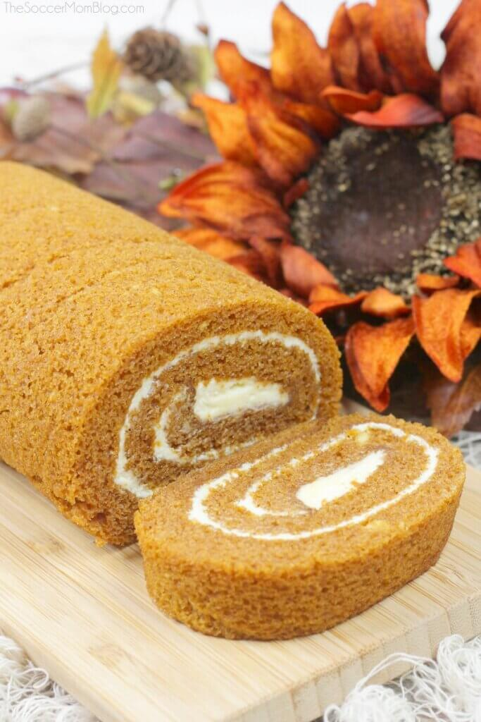 pumpkin log cake for Thanksgiving