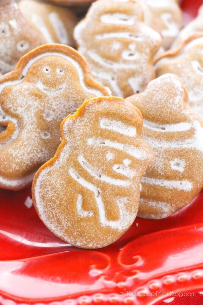 mini gingerbread cookies in Christmas shapes