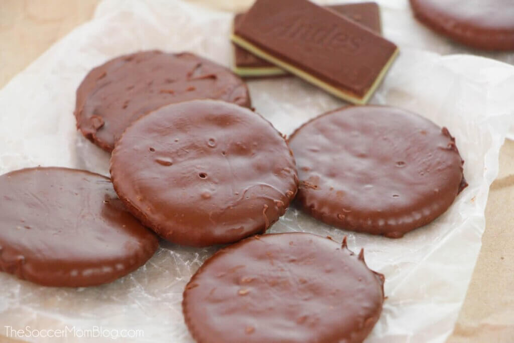 Ritz crackers covered in chocolate mint coating