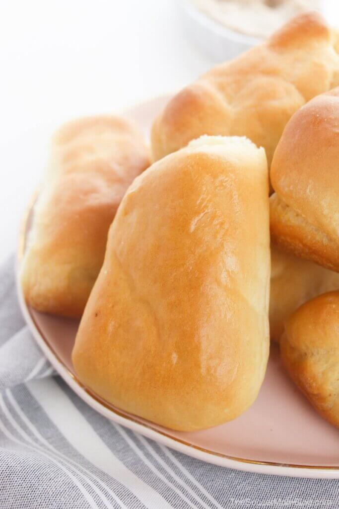 copycat Texas Roadhouse buns on plate