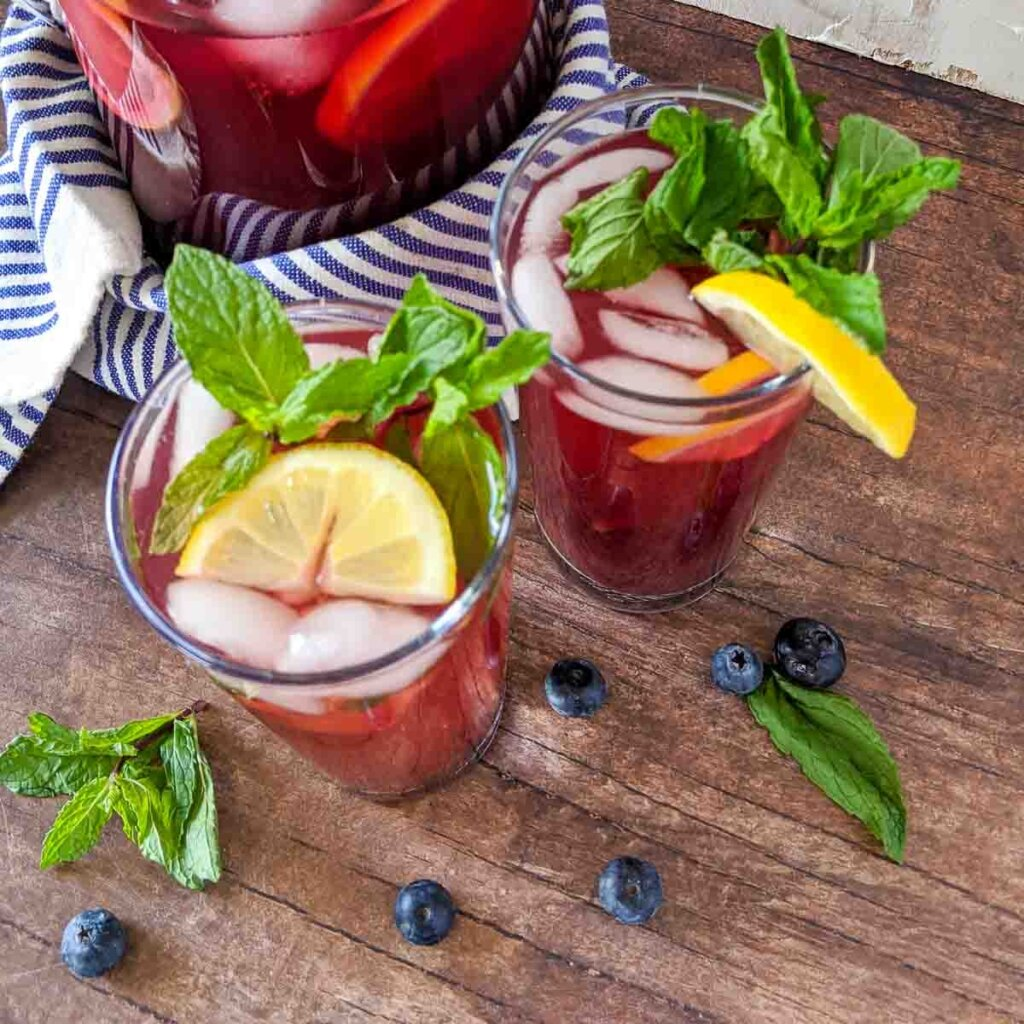 blueberry iced tea with mint