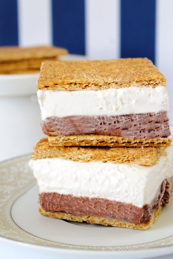 layered frozen s'mores with graham crackers, chocolate pudding, and marshmallow creme