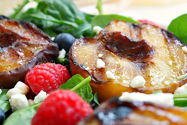 salad with grilled fruit