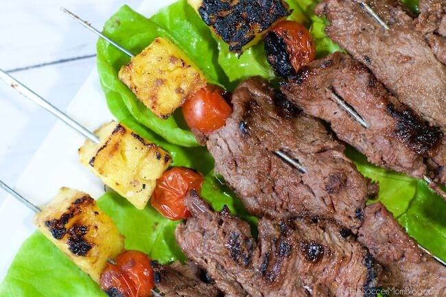 Hawaiian steak skewers with tomato and pineapple