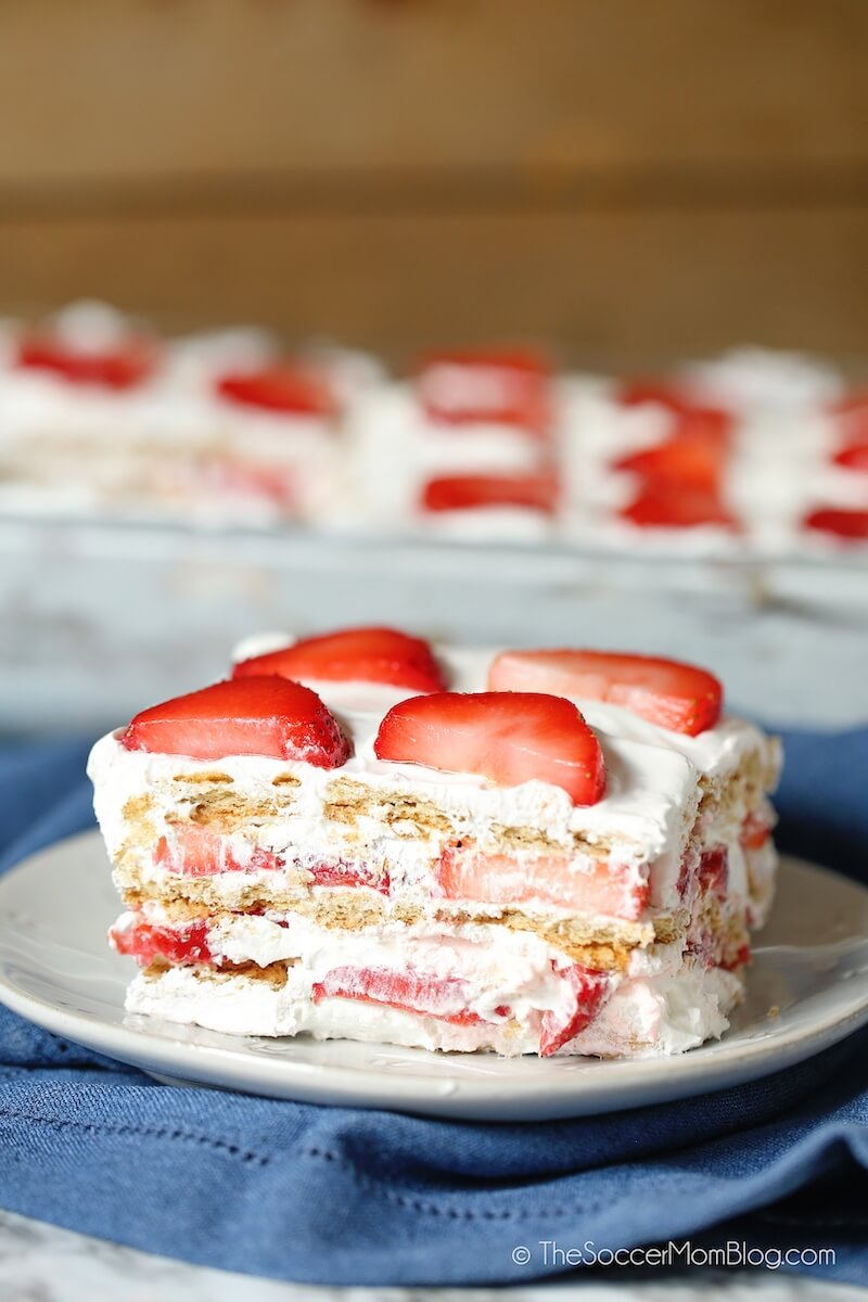 layered strawberry cake with graham crackers and whipped cream