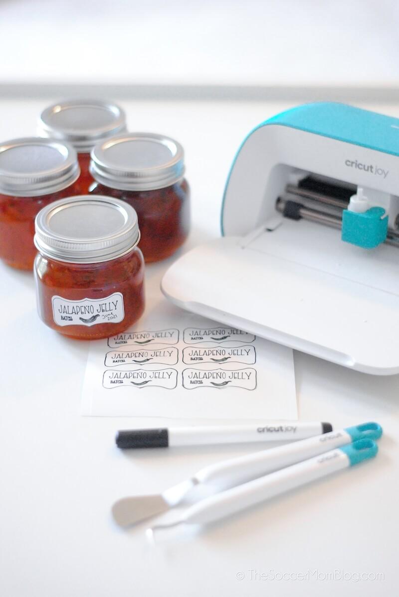 making jelly jar labels with Cricut Joy