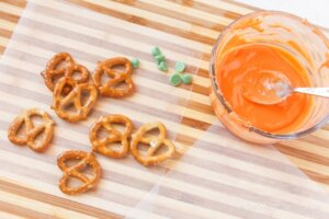 Pumpkin Pretzels step 1
