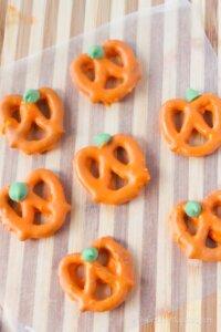 Pumpkin Pretzels step 3