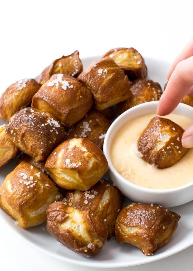 pretzel bites with cheese sauce