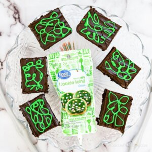 drawing on brownies with green icing to look like pumpkin vines
