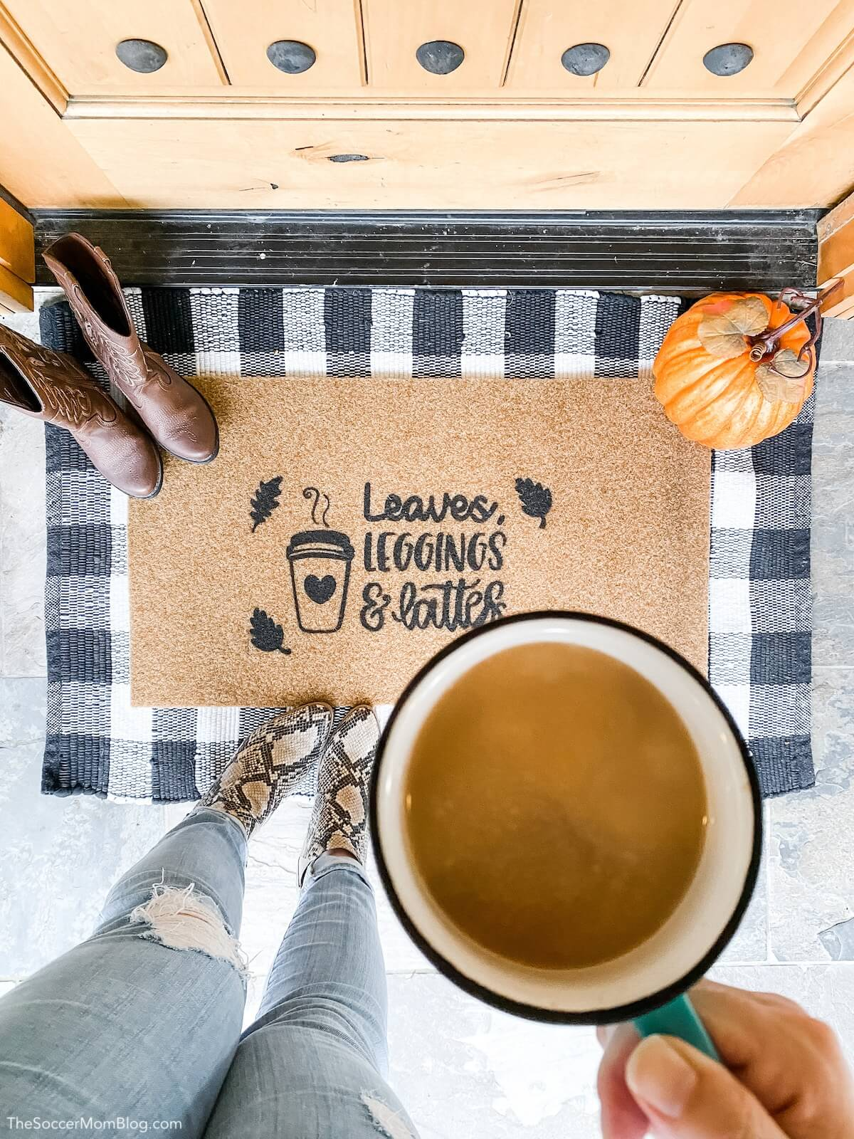 """""""Leaves, Leggings & Lattes"""" fall DIY doormat"""